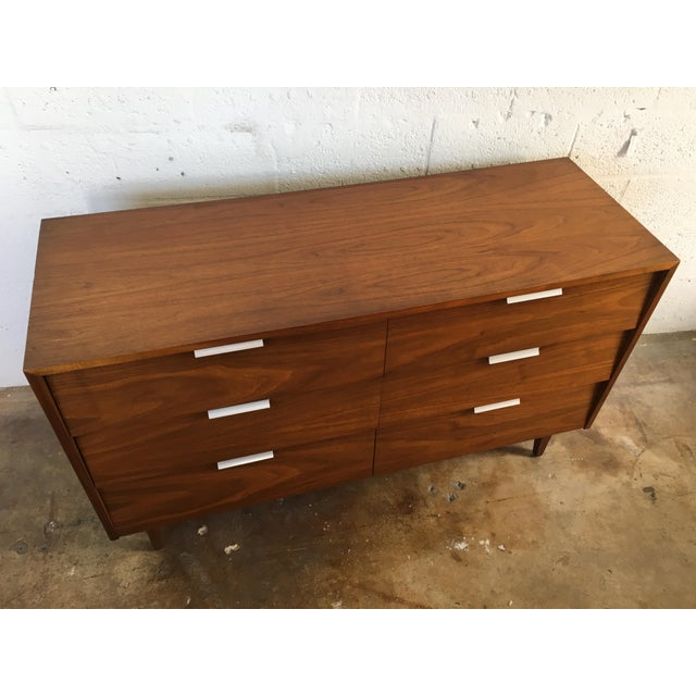 Vintage Mid Century Modern Dresser By Cavalier Furniture Chairish