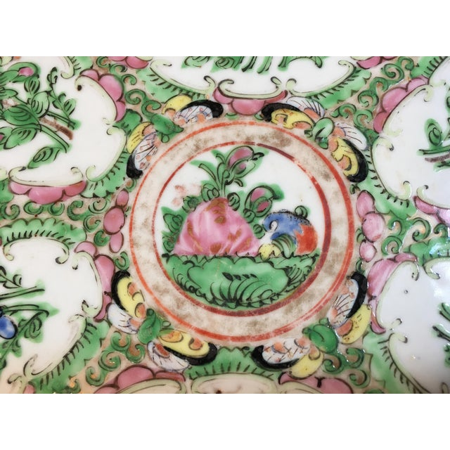 19th Century Chinese Rose Medallion Platter For Sale In Atlanta - Image 6 of 9