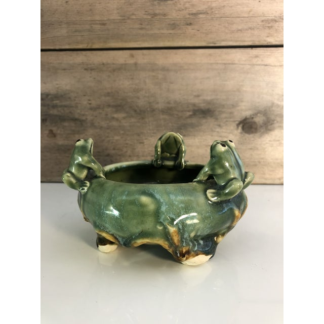 Cottage Fitz and Floyd Majolica 3 Frogs Bowl Planter For Sale - Image 3 of 8