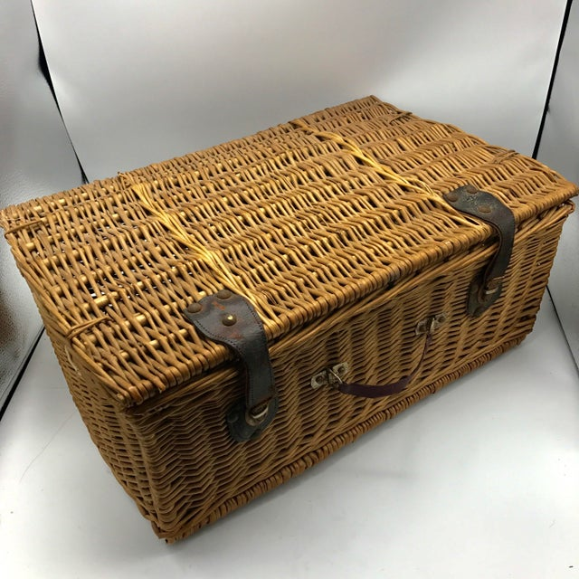 Hello lover... that is if a basket can be your lover. If it could this would be it. I can see this basket packed with all...