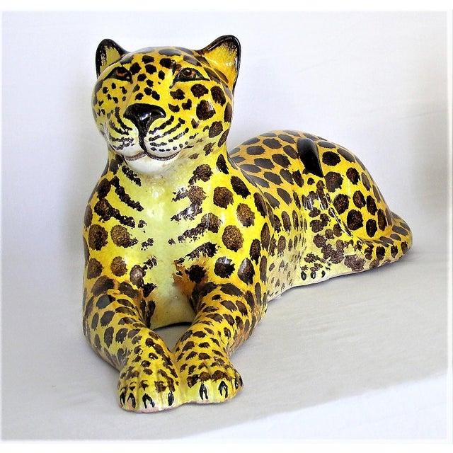 Hollywood Regency Mid-Century Modern Italian Ceramic Cheetah Sculpture Hollywood Regency Style MCM Italy Majolica Millennial For Sale - Image 3 of 11