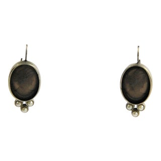 Extasia Elizabeth Frosted Maderia Glass Cameo Earrings For Sale