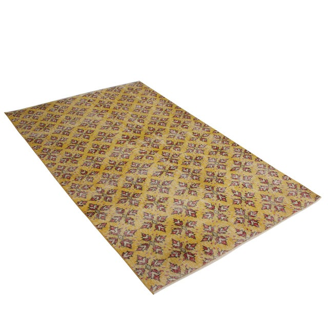 Vintage Mid-Century Gold-Yellow and Red Geometric-Floral Wool Rug- 3′10″ × 6′4″ For Sale In New York - Image 6 of 6