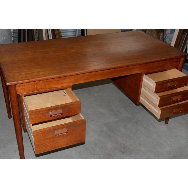 Vintage Danish Modern Teak Desk by Børge Mogensen for Søborg Møbler C.1960s For Sale - Image 4 of 10