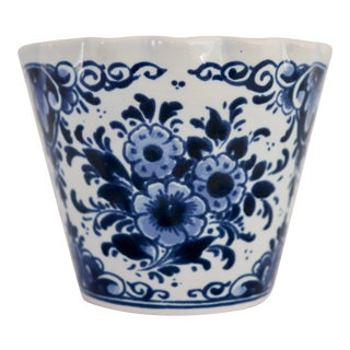 Delft Blue and White Floral Container For Sale