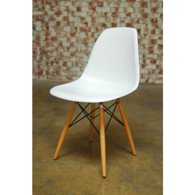 Set of Four Herman Miller Dsw Style Dining Chairs - Image 5 of 11