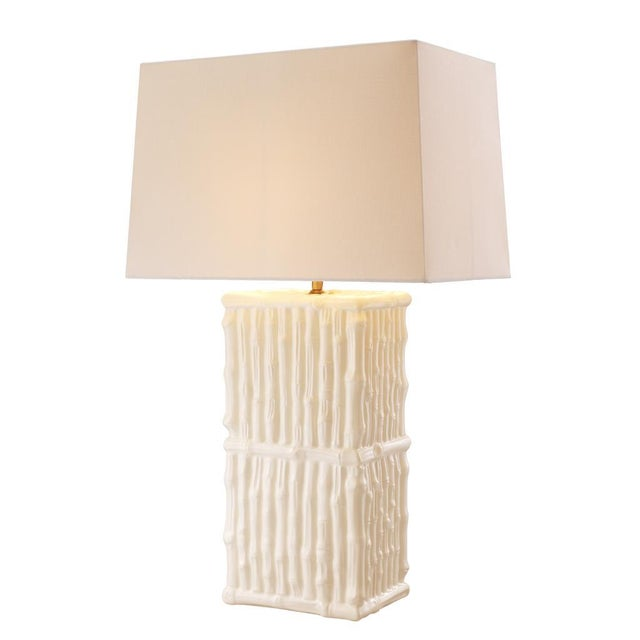 This luxurious white ceramic table lamp from Eichholtz instantly bring charm to your decor. Featuring a fine white ceramic...