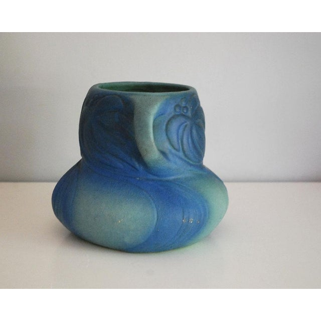 Art Nouveau 1920s Van Briggle Pottery Turquoise Blue Virginia Creeper Vase For Sale - Image 3 of 10
