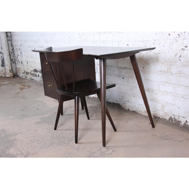 """Winchendon Furniture """"Planner Group"""" Paul McCobb Mid-Century Modern Planner Group Desk and Chair, Newly Restored For Sale - Image 4 of 13"""