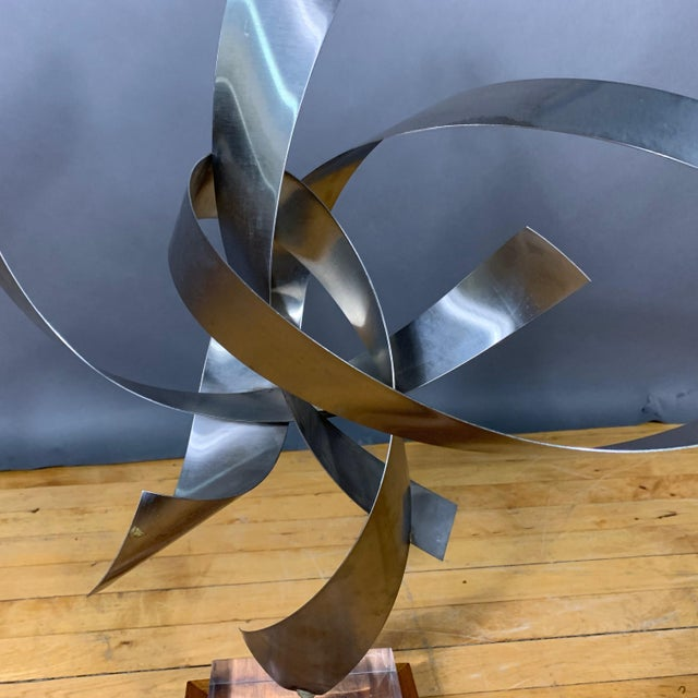 Abstract Ribbon Sculpture, Steel, Lucite, Wood, Borme 1980s For Sale - Image 3 of 10