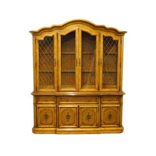 20th Century Italian Neoclassical Tuscan Stanley Furniture Illuminated Display China Cabinet For Sale