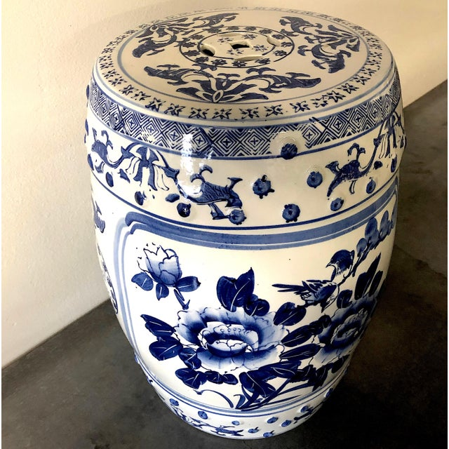 This blue and white Chinese porcelain garden stool adds charm to every spot. Next to a chair it's the perfect accent...