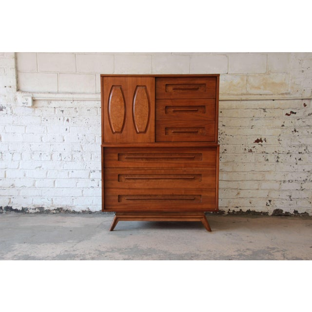 Offering a very cool mid-century modern chest by Young Manufacturing. The chest offers nine drawers for storage. Six of...