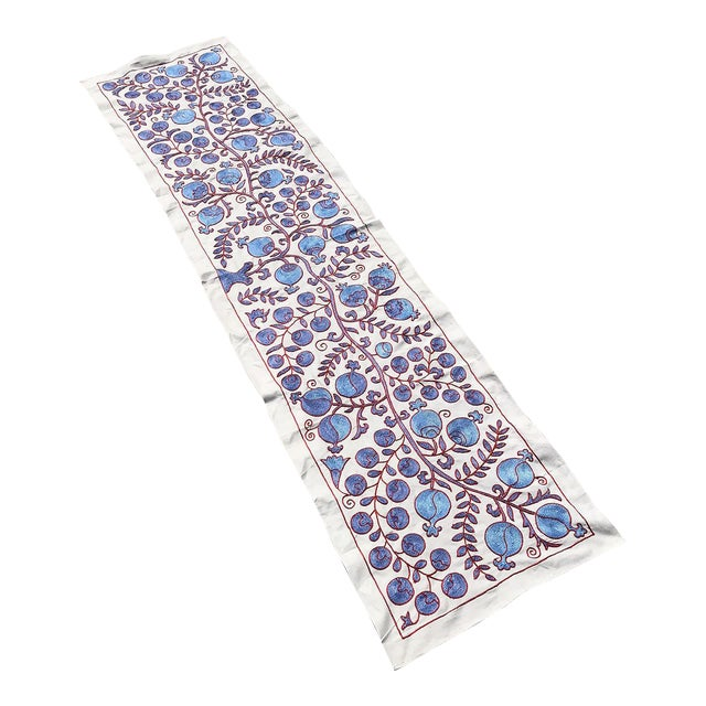 Modern Art Deco Ivy Patterns Crochet Blue and Red Floral Fabric Table Runner For Sale