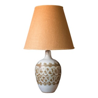 Mid-Century Ivory Pottery Accent Lamp For Sale