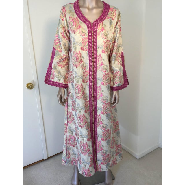 Vintage 1970s Moroccan Kaftan Brocade Embroidered With Pink and Gold Trim For Sale - Image 10 of 10