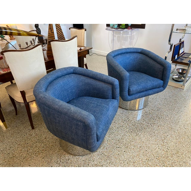 This stylish pair of memory-swivel chairs date to the 1970s-1980s and were designed by Leon Rosen for the Pace Furniture...