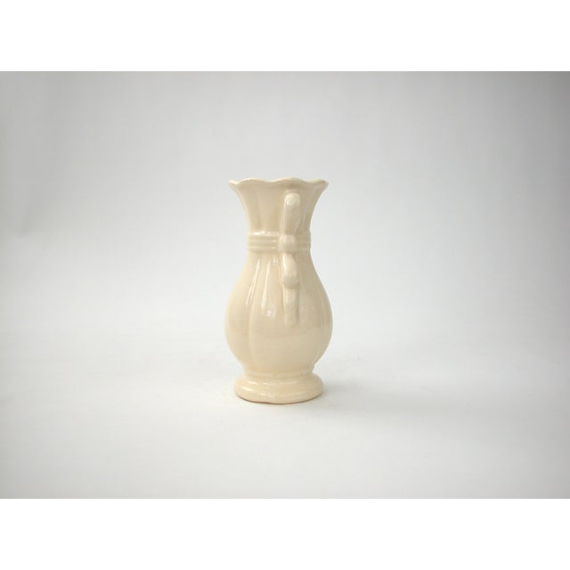 Cream Vase With Ribbon Handles - Image 4 of 9