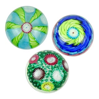 Fratelli Toso Murano Vintage Colorful Millefiori Flowers Ribbon Italian Art Glass Paperweights - a Set For Sale