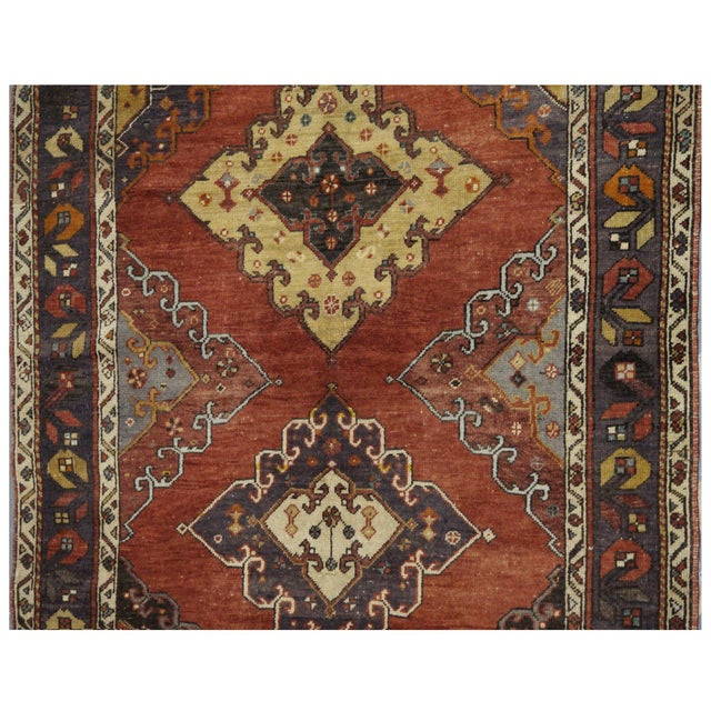 This beautiful vintage Oushak rug is hand-knotted, 100% wool, made in Turkey, Ushak region. It features a pattern in a...