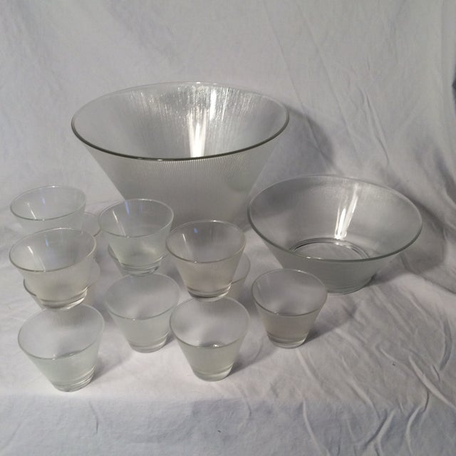 Federal Glass Mid-Century Modern Ribbed Stemless Martini Glasses/Ribbed Elevated Punch Bowl & 12 Ribbed Glasses - Set of 14 For Sale - Image 4 of 13