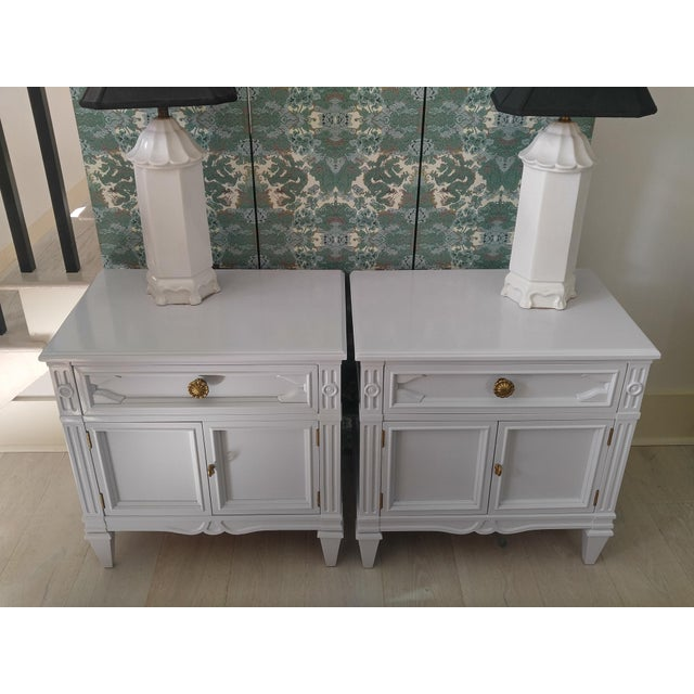 French Final Markdown Drexel Heritage Pale Lavender Lacqured Nightstands - a Pair For Sale - Image 3 of 10