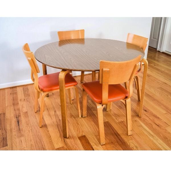 Original signed vintage mid century Thonet bent maple plywood table and chair set with clean and elegant lines. This one...