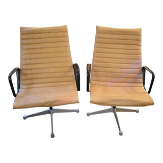 Mid Century Modern Eames Aluminum Chairs Newly Upholstered in Texured Leather - Pair For Sale