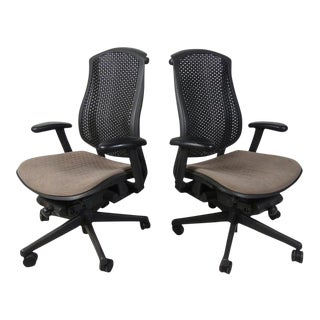 Pair of Modern Swiveling Office Chairs by Herman Miller For Sale
