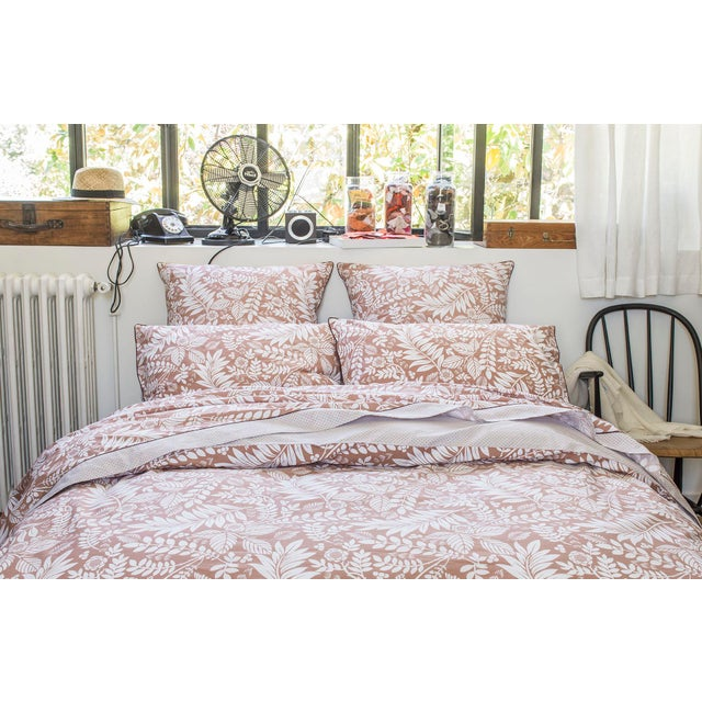L'ILE ROUSSE duvet cover is inspired by Art Deco with its stylized plants. The flat treatment of the vegetation patterns...