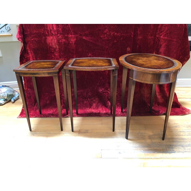 Weiman 1950 Mid-Century Modern Weiman Furniture Company Leather Top Mahogany Nesting Tables - Set of 3 For Sale - Image 4 of 8