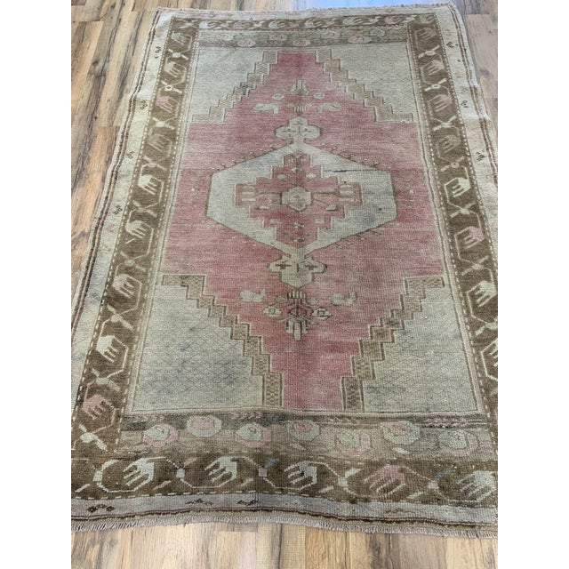 4x5'7 Beautiful antique Oushack with lovely soft and earthy tones.