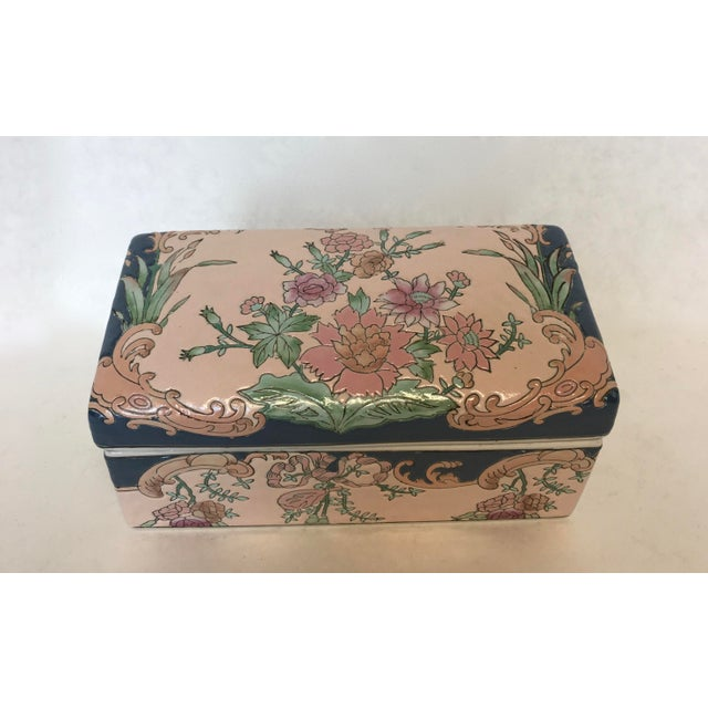 Asian Chinese Hand-Painted Porcelain Lotus Box For Sale - Image 3 of 5