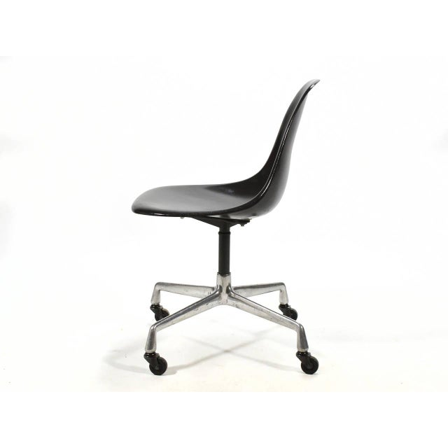 1950s Eames PSC Fiberglass Side Chairs by Herman Miller, Set of 12 or More For Sale - Image 5 of 7