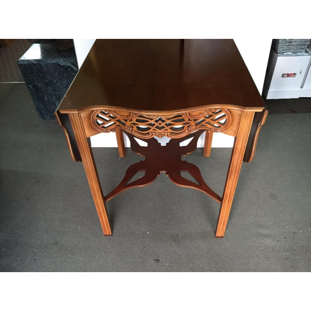 English Traditional Baker Furniture Drop Leaf Table Pembroke Table Historic Charleston For Sale - Image 3 of 9