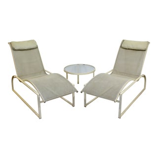 Mid Century Modern Pair Woodard Margarita Patio Chaise Lounge Chairs & Table For Sale