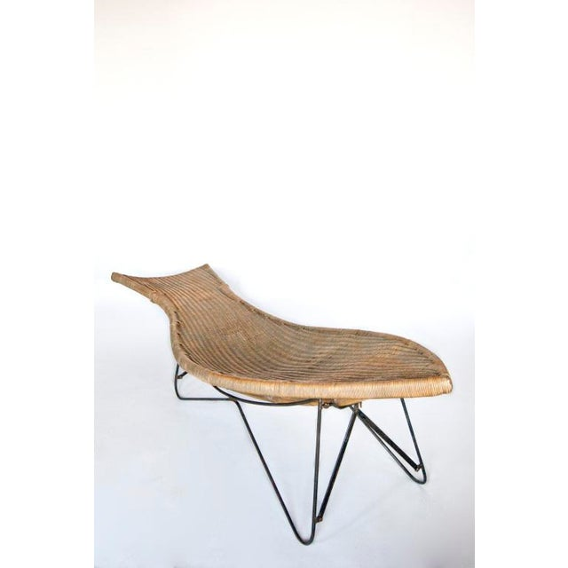 This large Mid Century American wicker chaise lounge chair would look great in a sleek room. It would look great in a room...