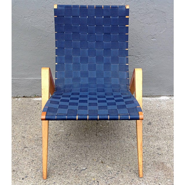 1940s Mid-Century Modern Jens Risom Style Navy Blue Webbed Scoop Birch Lounge Chair For Sale - Image 4 of 8
