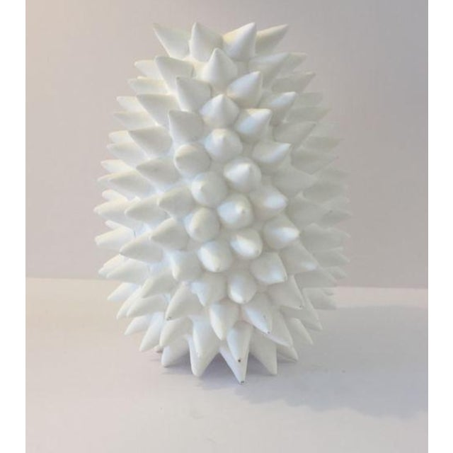 Offered is a modern white urchin vase. A definite eclectic piece of art decor to add to your collection. Dimensions 4.0ʺW...