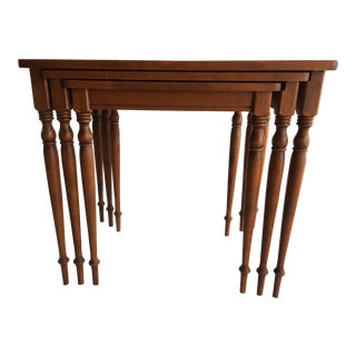 20th Century Traditional Ethan Allen Wood Nesting Tables - 3 Piece Set For Sale