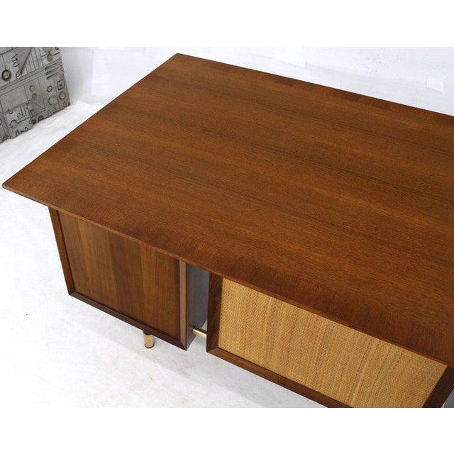 Mid-Century Modern Caned Back Overhanging Floating Banded Top Large Brass Hardware Executive Desk For Sale - Image 3 of 12