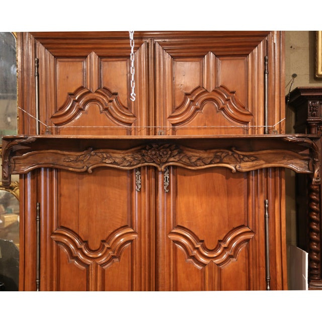 19th Century French Carved Walnut Hanging Decorative Shelf From Normandy For Sale - Image 4 of 8