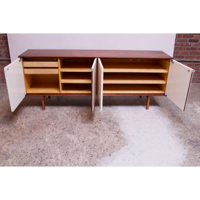 Metal Vintage Florence Knoll White Lacquer and Walnut Model 541 Credenza / Cabinet For Sale - Image 7 of 13