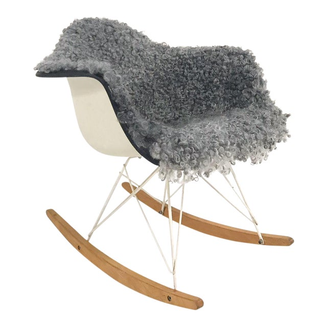 Vintage Charles and Ray Eames for Herman Miller Rar Rocking Chair Restored in Gotland Sheepskin For Sale