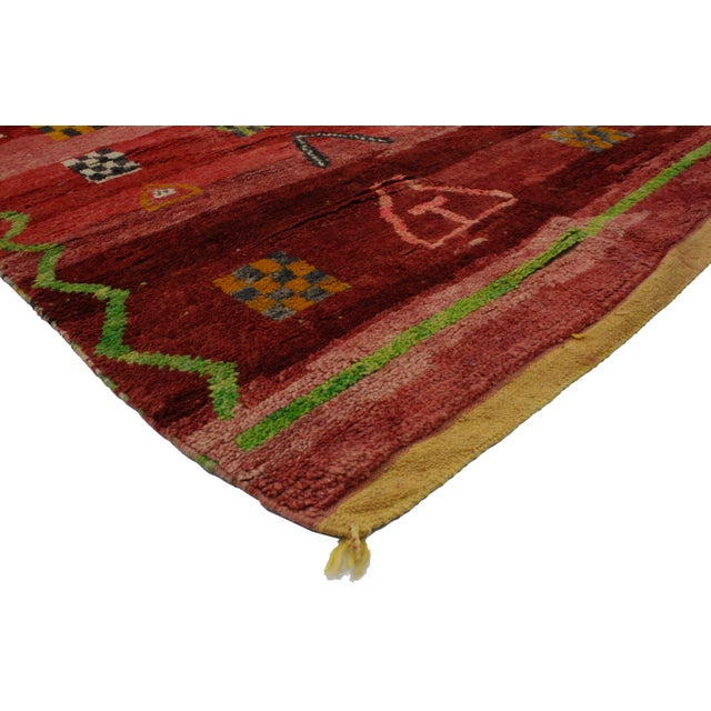 Get a rich and exotic look with this vintage Berber Moroccan rug. With its bold and beautiful tribal composition, this...