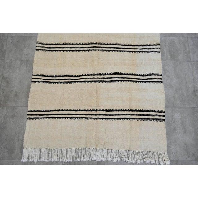 Vintage Natural Stripe Turkish Sisal Kilim Rug - 4′5″ × 7′11″ - Image 7 of 9