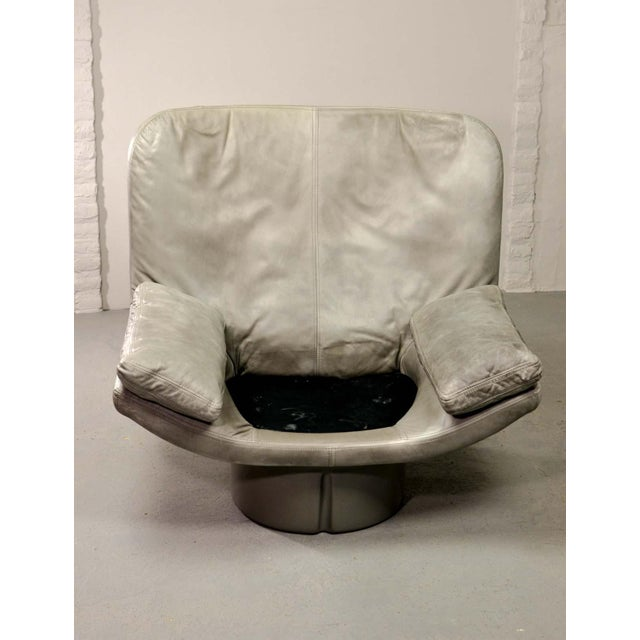 Eye-Catching Mid-Century Italian Design Grey Leather Lounge Chair by Ammanati & Vitello, 1970s For Sale - Image 11 of 12