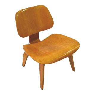 Charles Ray Eames Herman Miller l.c.w. Chairs Mid-Century - a Pair For Sale