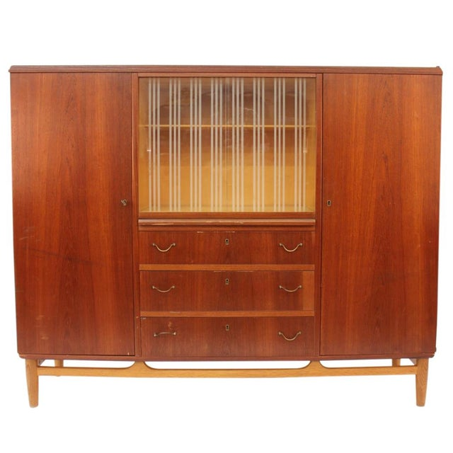Mid-Century Modern Mid-Century Mahogany Chifforobe For Sale - Image 3 of 9