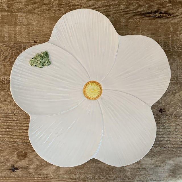 Ceramic Trompe l'Oeil Italian Hand Painted White Ceramic Flower and Frog Plate For Sale - Image 7 of 7